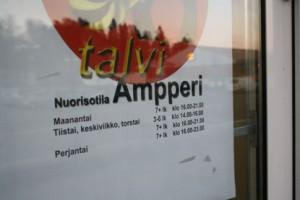 Nuorisotila Ampperin rikottu ikkuna korjattiin torstaina aamulla.