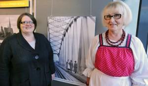 Johannes-Seuran toimistonhoitaja Marjatta Haltia (vas.) sai idean Karjala-näyttelyn anomisesta Paimioon. Paimion Karjalaseuran puheenjohtaja Arja Kulmala ryhtyi toimeen.