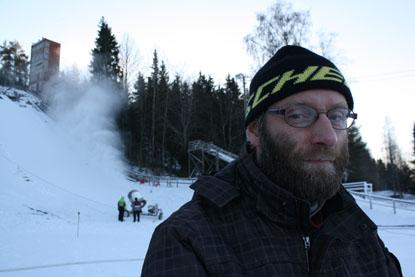 – Olimme alun perin yllättyneitä, kun mäkihyppypaikka löytyi näin läheltä, Paimiosta. Olemme itse piikkiöläisiä, kertoo Olli Kilpeläinen.