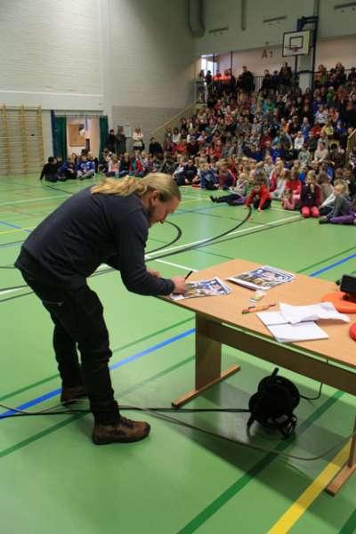 Duudsonien Jarppi kertoi Duusoneista torstaina 24.1. Piikkiön yhtenäiskoulussa.