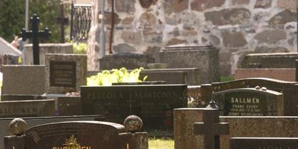 """""""Ikuisessa hoidossa"""" olevia hautoja on Piikkiössä 163 kappaletta."""