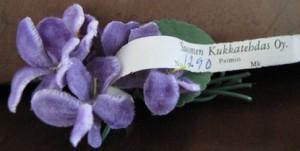 Paimiossa toimineen Suomen kukkatehtaan yksi kukkamalli.