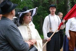 Kirkkoherran ja rouvansa ( Jari Hytönen ja Pauliina Kotamäki) sekä Akselin (Ville Kotamäki) näyttelijätyö on tasokasta.