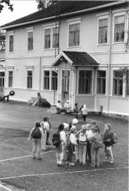 Koulupäivä alkamassa Vistan ala-asteella vuonna 1988.