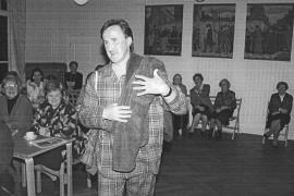 Markku Määttänen esitteli miesten muotia SPR:n muotinäytöksessä marraskuussa 1995.