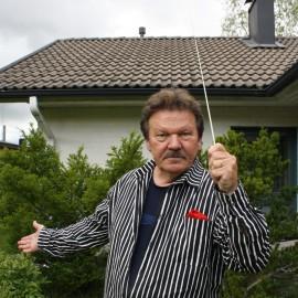 Pertti Pekkasen tahtipuikko on lasikuitua: se ei mene heti katki, kun se osuu nuottitelineeseen.
