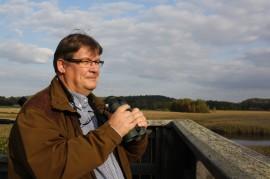 Jari Kårlund kertoo, että lintutorneilla järjestetään muutaman kerran vuodessa opastuksia. Hyvä keino päästä lintuharrastuksen alkuun on myös lähteä mukaan järjestetylle lintukävelylle.