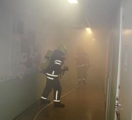 Sankka savu hankaloitti uhrien etsintää. Onneksi tilanne on lavastettu harjoitus.