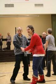 Paimiossa asuvat Matti Rintanen ja Ansu Kaskinen pistivat itsenäisyyspäivä-tansseissa jalalla koreaksi.