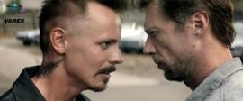 Vares-elokuvan erikoinen kohtalo on kiristämässä entisestään Vistan Kinon ja Bio Staran välistä kilpailutilannetta. Kuvassa Kyypakkaus (Jasper Pääkkönen) ja Vares (Antti Reini) ottavat mittaa toisistaan elokuvassa Vares – Sheriffi.