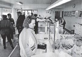 Paimion postissa makseltiin veronpalautuksia helmikuun alussa 1995.