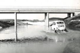 Arkistokuvan takana ei lue mitään, mutta kuva saattaa olla Sukselantieltä, jossa tulvii melkein joka kevät nykyisinkin.