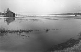 """Kuva """"1-tien ja uuden laitokselle johtavan tien risteyksestä v. 1884""""."""