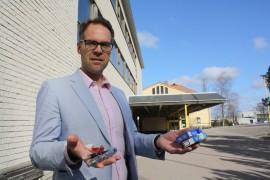 Olli-Pekka Lehtonen on takavarikoinut oppilailta sekä tavallisia että sähkösavukkeita.