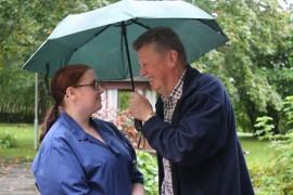 68-vuotiaalla Jarmo Virralla on takanaan 32 vuotta Paimion palveluksessa, ja hän on juuri lähdössä eläkkeelle. Sen sijaan 21-vuotias Tia Aho on työuransa alussa. Hän aloitti Paimiossa tammikuussa.
