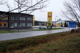 Paimiolaiset saavat parin kuukauden päästä katsastaa autonsa omassa kunnassa. Vasemmalla olevaan rakennukseen avataan katsastusasema.