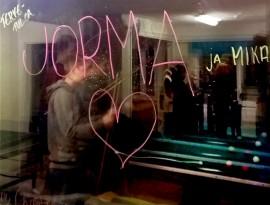 Lähipoliisit saivat äskettäin nuorilta tällaisen tervetulotoivotuksen Tarvasjoella Liedossa.