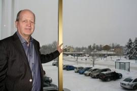 Lounais-Suomen Osuuspankin toimitusjohtaja Vesa Viitaniemi kertoo, että pankki on hakemassa kaavamuutosta maltillisella aikataululla. - Arvelisin, että nykyiset vuokralaiset voivat toimia rakennuksessa ainakin kaksi tai kolme vuotta, hän toteaa.