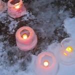Pakkanen teki mahdolliseksi jäälyhtyjen teon, 6.1.16 klo 16 Suomusjärvi. Kuvaaja Helmi Vendelin.
