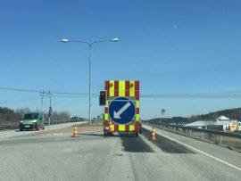 Tammisillassa päällystetään moottoritien ylittävää siltaa loppuviikon ajan.