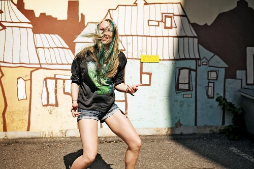 Katriina Kostiainen tanssii Turun Katutanssiyhdistyksessä. SM-menestystä saavuttanut tanssija yhdistää ryhmänsä kanssa hip hopiin esimerkiksi break dancea. Kuva: TS/Tara Jaakkola