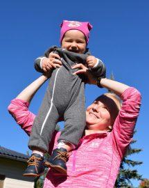 Kohotetaan sekä vauvaa että äidin kuntoa. 26-vuotias Milla Martikainen Martikainen kertoo, että useimmat äiti–lapsi-jumpat perustuvat siihen, että vauvaa jumpataan ja äiti on vain apuna. Sen sijaan hän keskittyy työssään personal trainerina kohottamaan äitien lihaskuntoa.