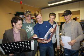 Niko Wahlroos, Juhana Kaarlehto, Kasper Kanervavuori, Niilo Lehtonen ja Mathias Sihvola muodostavat Freesi-yhtyeen.