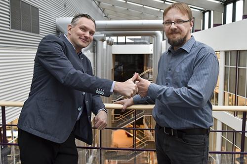 Käytettävyys ja visuaalisuus ovat tärkeimpiä asioita, kun Jukka Brandtin ja Miikka Pakkasen Gavon suunnittelee tuotteita. Kuva: SSS/Kirsi-Maarit Venetpalo.