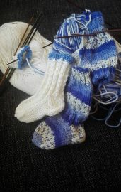 Sukka saa olla oman mielen mukaan kuvioitu, mutta juhlavuoden merkeissä sinivalkoinen.