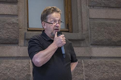 Pekka Kuosmanen voitti tarinaniskennän Varsinais-Suomen mestaruuden.