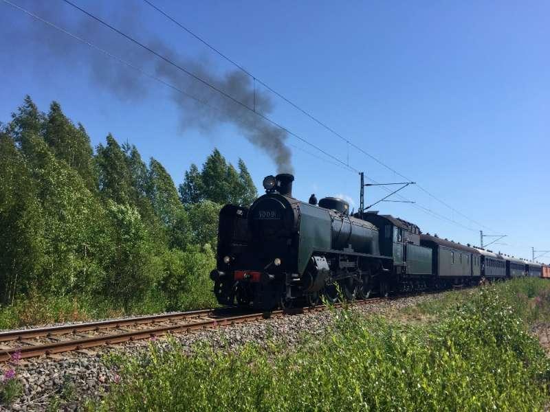 Höyryjuna lähtee Paimiosta kohti Piikkiötä.